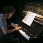 Silencio en la zona cero ... El pianista Rubén Ramos detuvo el tiempo en el Antic Teatre... Nando Cruz en El Periódico