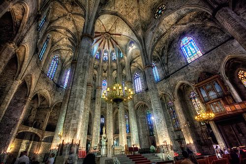 Santa Maria del Mar iluminada por dentro