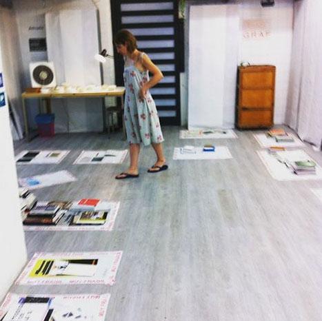 Anna Pahissa en la librería Múltiplos